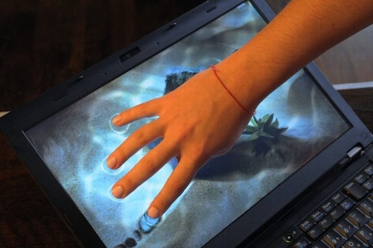 Cách sử dụng Laptop màn hình cảm ứng giúp tăng tuổi thọ